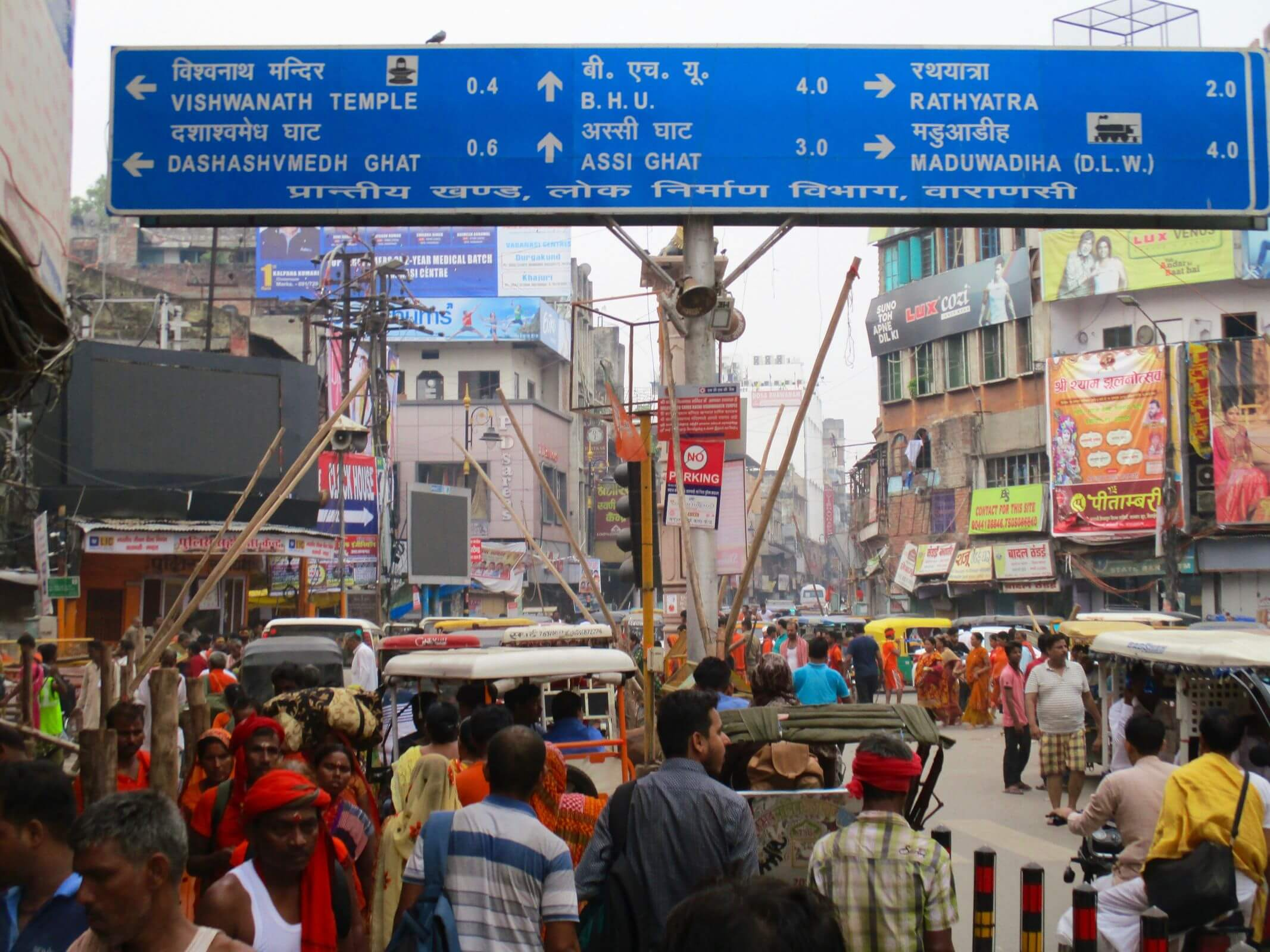 Varanasi sign crowd-1
